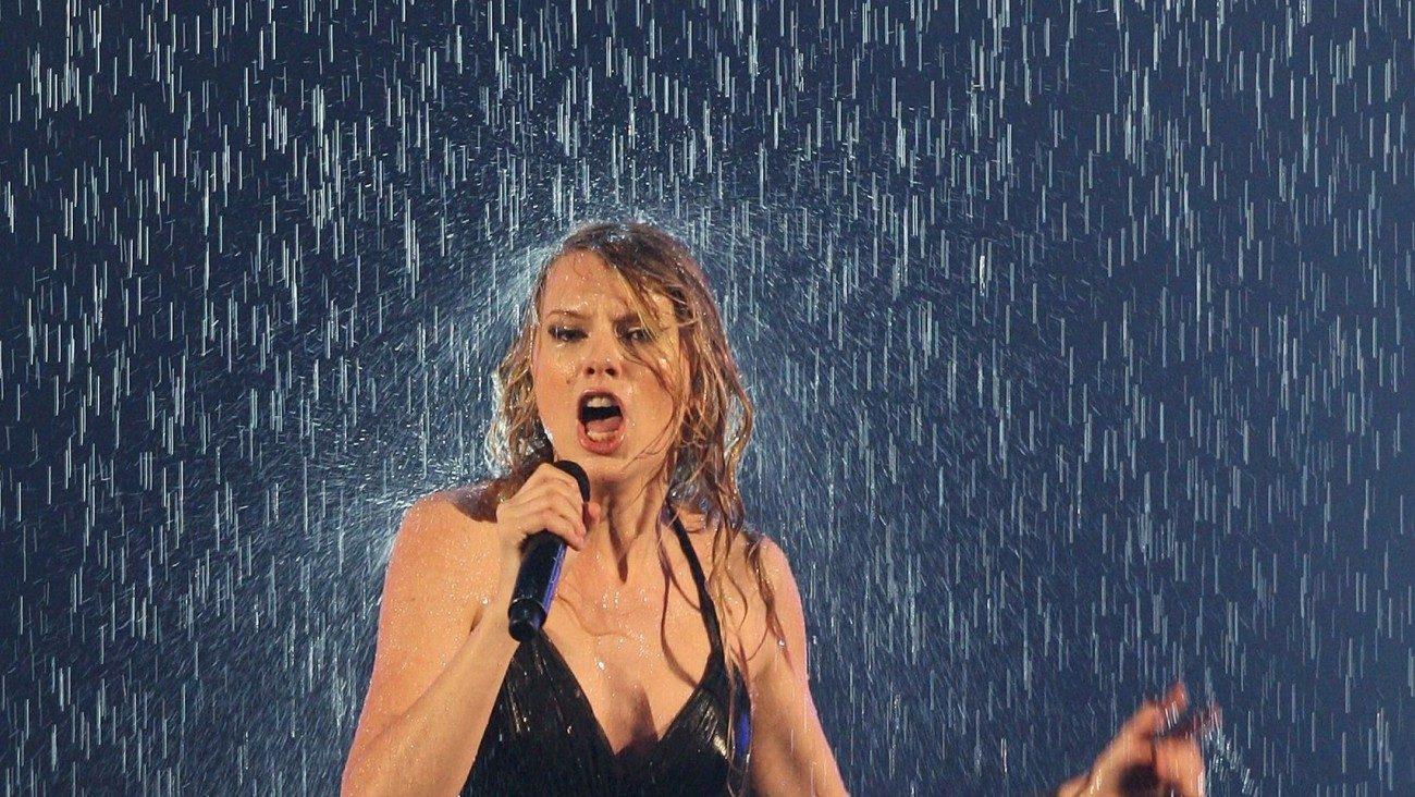 El efecto 'wet' o mojado para tu pelo será tu look de Navidad 27ae3e373ab1